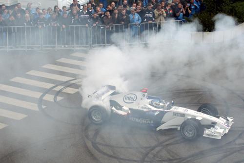 Хайдфельд приносит Формула одна для завода BMW в Мюнхене - фотография bmw