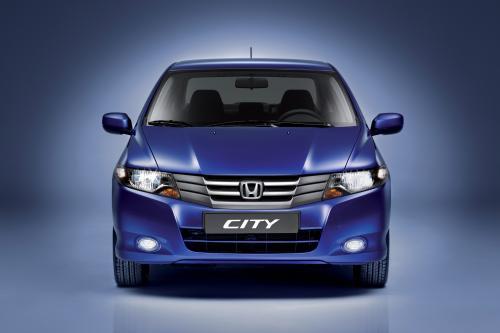 Новый стильный Honda City проносится в - фотография honda