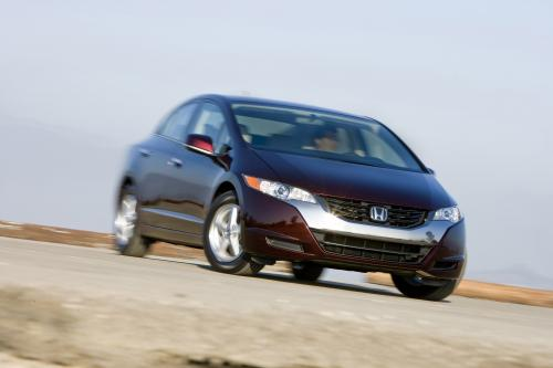 Honda начинает Лизинг FCX Clarity в Японии