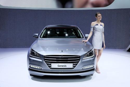 Hyundai genesis поступает в продажу