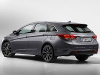 Hyundai New i40 Tourer and Saloon, 2 of 4
