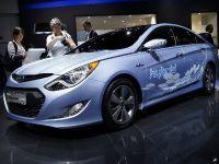 thumbnail image of Hyundai Sonata hybrid Frankfurt 2011