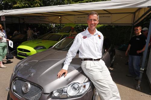 Самый быстрый человек на Земле приводов быстрый Jaguar когда-либо в Гудвуде