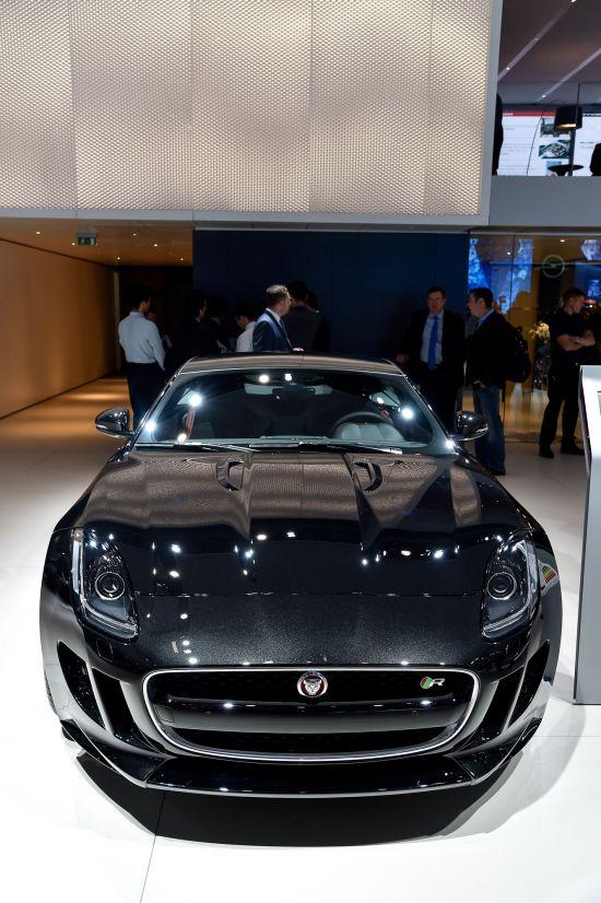 Jaguar F-TYPE R Coupe Paris