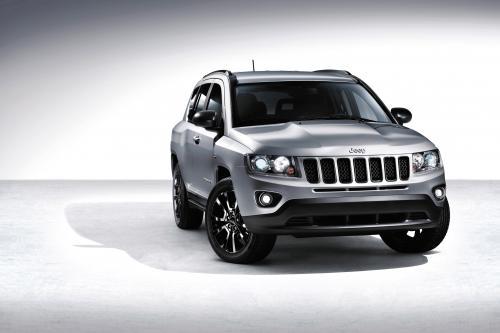 Jeep Grand Cherokee S, Wrangler Mountain и Компас Черного собирается в Европу