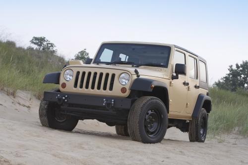 Культовый Jeep J8 предлагает экстремальные перевозки грузов и буксировки для гуманитарных