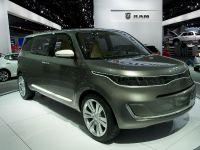 thumbnail image of Kia KV7 Concept MPV Detroit 2011