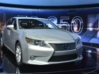 thumbnail image of Lexus ES 300h Hybrid New York 2012