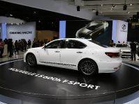 thumbnail image of Lexus LS 600h Paris 2012