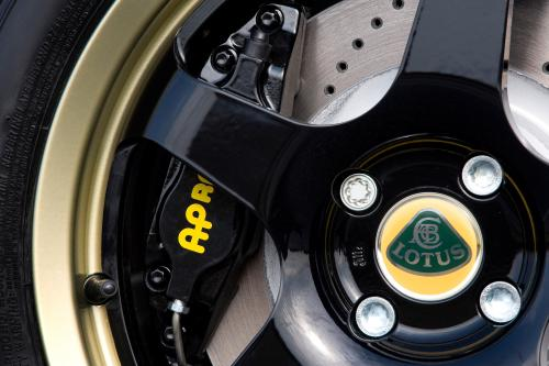 Lotus Exige S Type 72 limited-edition влезает в крышку