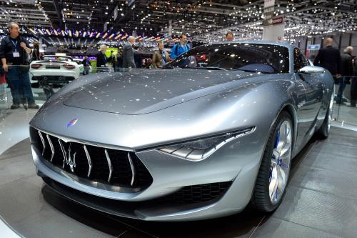 Maserati Quattroporte GTS и Ghibli получили незначительные обновления для автосалон