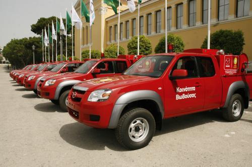 35 греческих общин получить Mazda BT-50 быстрого реагирования пожарных подразделений