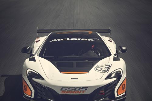 Макларен 650s установлен Спринт дебютировал в предпоследнем туре ГТ гонки чемпионата