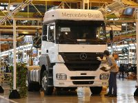 Mercedes-Benz beats Brazilian sales record, 1 of 2