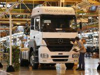Mercedes-Benz beats Brazilian sales record, 1 of 2