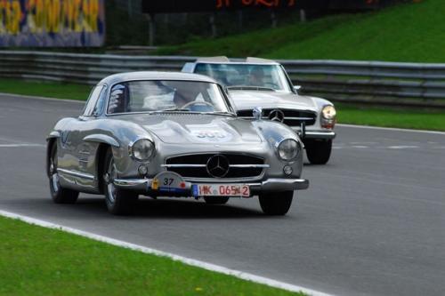 Лучшие в мире классических автомобилей на выставке Mercedes-Benz world
