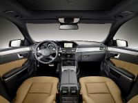 Mercedes-Benz E-Class Estate, 17 of 49