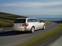 Mercedes-Benz E-Class Estate, 47 of 49