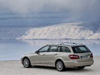 Mercedes-Benz E-Class Estate, 46 of 49