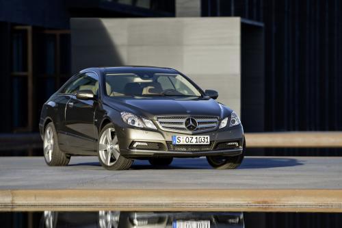 Mercedes-Benz E-350 CDI Coupe [фотографии автомобиля]