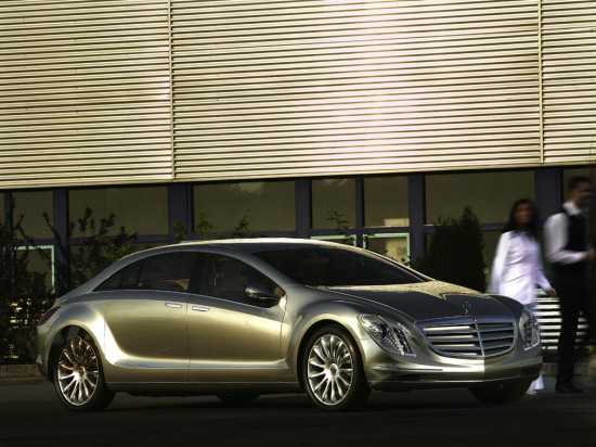 Mercedes-Benz F700
