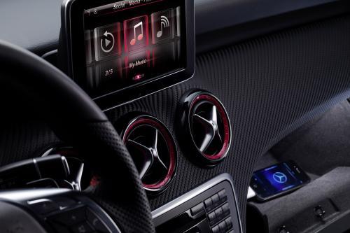 Mercedes-Benz iPhone на колесах - класса интерьер [фотографии]