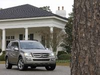 Mercedes-Benz R, ML, and GL 320 BlueTEC, 17 of 20
