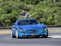 Mercedes-Benz SLS AMG Coupe Electric Drive, 3 of 5