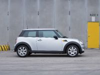 MINI One, 2 of 6