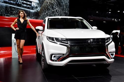 Mitsubishi Outlander phev – концепт автомобиля продемонстрированный в Париже