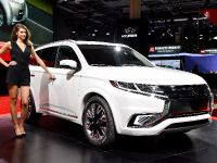 Mitsubishi Outlander PHEV Concept-S Paris 2014, 3 of 5