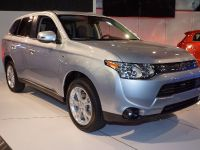 thumbnail image of Mitsubishi Outlander PHEV New York 2013
