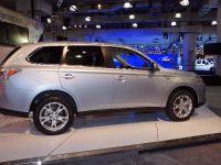 Mitsubishi Outlander PHEV New York 2013, 3 of 3
