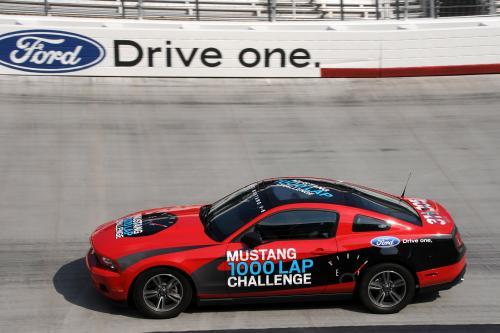 2011 Ford Mustang V-6 записаны потрясающие результаты в его 1000-Lap Challenge