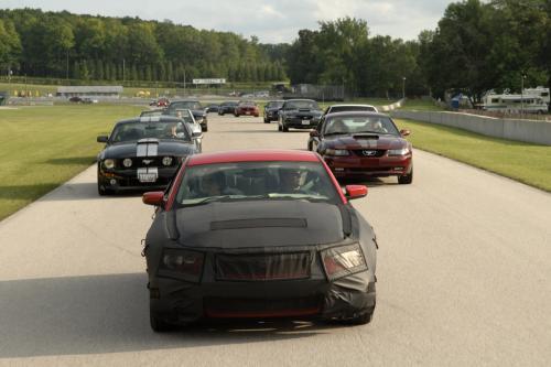 Новый 2010 Ford Mustang Хиты Следить За Исторический Гоночный Уик-Энд На Road America