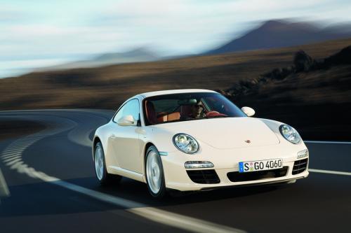 Следующее поколение Porsche 911 полномочий вперед с непосредственным впрыском топлива и двойным сцеплением коробкой передач