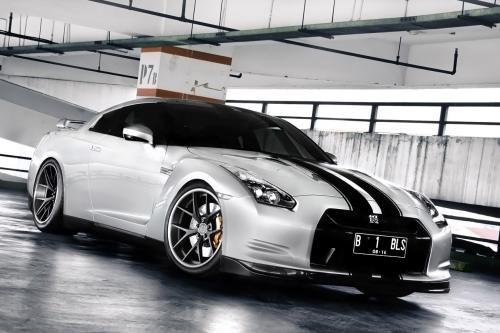 PUR колеса на Nissan GT-R
