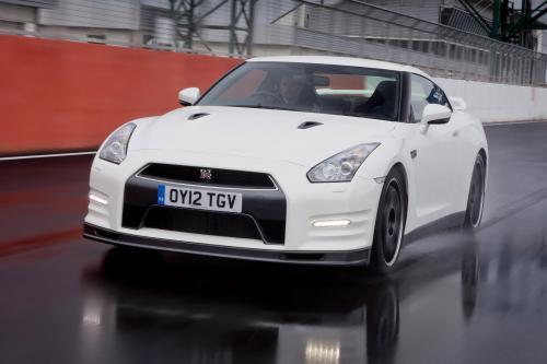 Nissan GT-R Track Pack - более менее