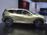 thumbnail image of Nissan Hi-Cross Concept Los Angeles 2012