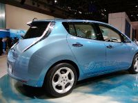 thumbnail image of Nissan Leaf Tokyo 2009