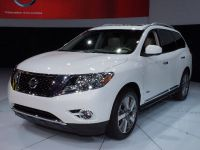 thumbnail image of Nissan Pathfinder Hybrid New York 2013