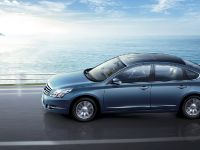 Nissan Teana Luxury Sedan, 2 of 10