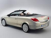 thumbnail image of Opel Astra Twintop Sedan