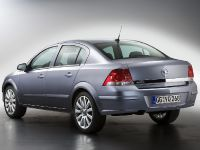 Opel Astra TwinTop / Sedan, 2 of 7