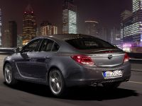 Opel Insignia four-door notchback and five-door hatchback, 2 of 4