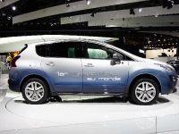 thumbnail image of Peugeot 3008 Hybrid Paris 2010
