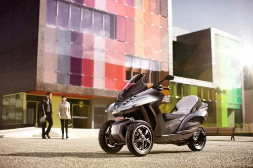 Peugeot HYbrid3 Evolution - городской мобильности в трех колес