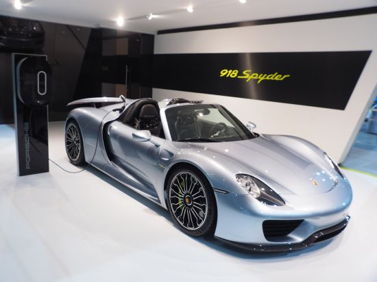 porsche 918 spyder new york 2014 picture 100813. Black Bedroom Furniture Sets. Home Design Ideas