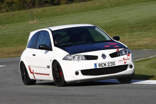 Renault Megane R26.R Продолжает Задавать Темп