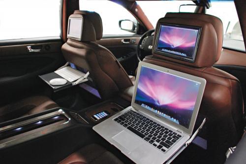 Rides Magazine трансформирует Hyundai Genesis Sedan в технический центр на колесах для SEMA Show 2008